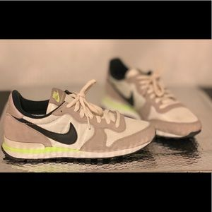 Womens Nike Internationalist